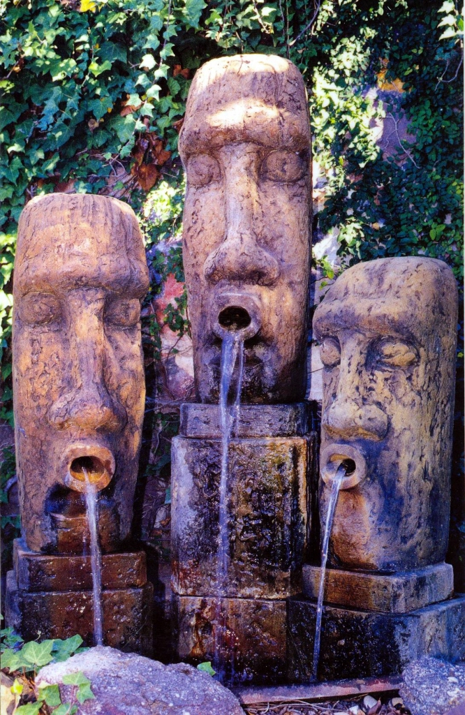 FTN 001 Easter Island Head Water Feature Menduni Garden